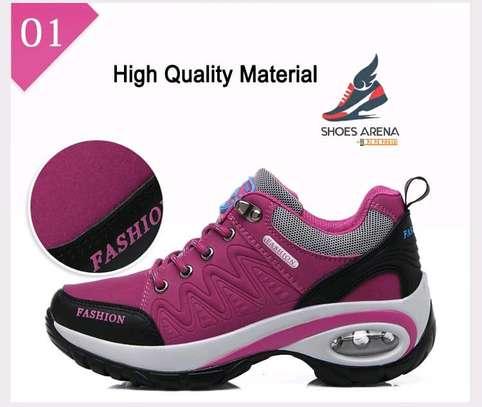 Women Fashionable sneakers image 4