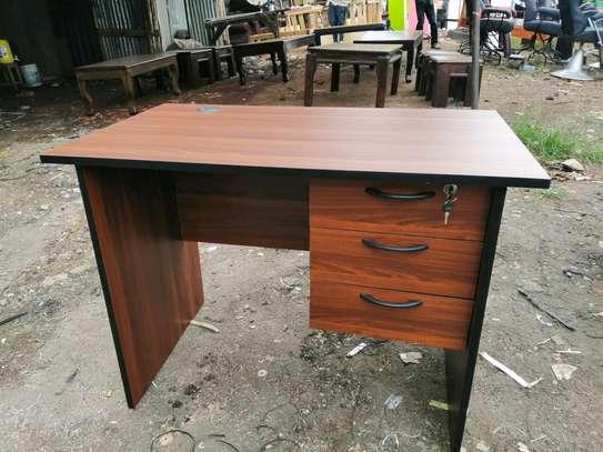 Mordern office desks image 1
