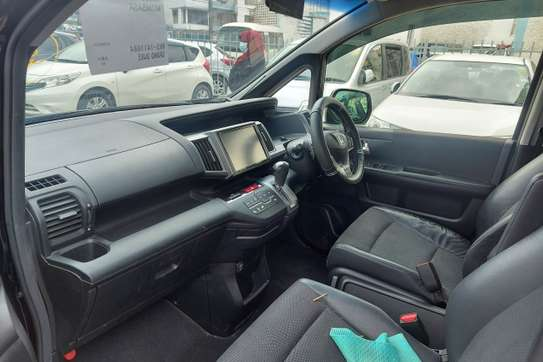 Honda Stepwagon image 11