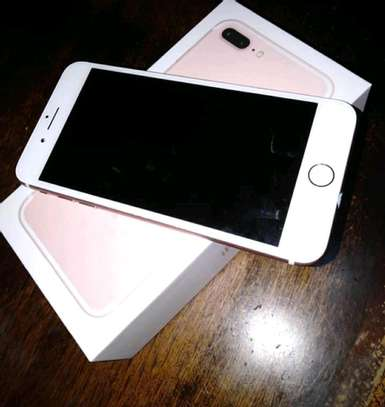 Apple Iphone 7 Plus / 256 Gigabytes / Gold And Wireless Airpods image 2