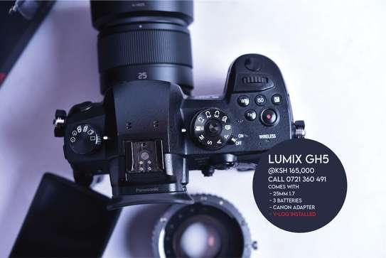 Panasonic Lumix GH5 Bundle Offer Good as Brand New image 5