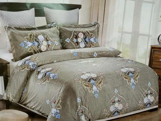 Woolen duvet with 1 bedsheet and two pillow cases image 5