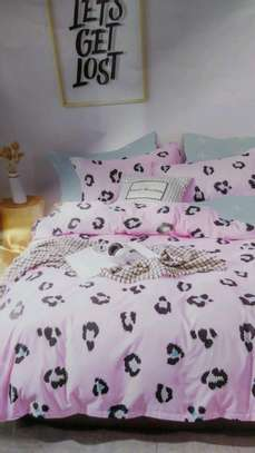 Binded duvet with 1 bedsheet n 2 pillowcases 6*6