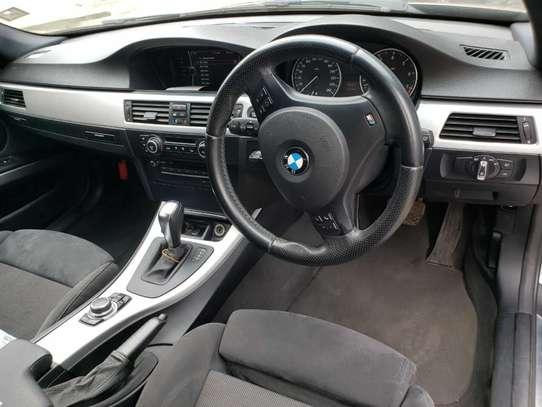BMW 320i image 3