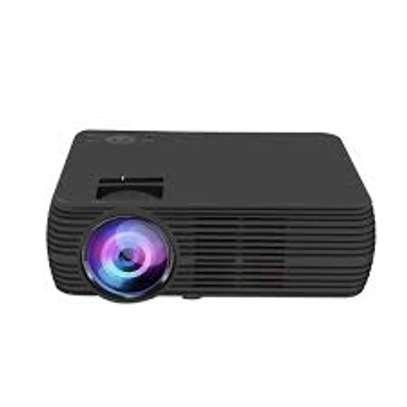 UNIC U68 projector