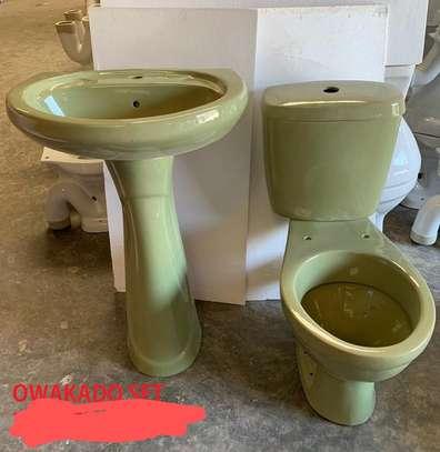 Close couple toilet & sink set image 2