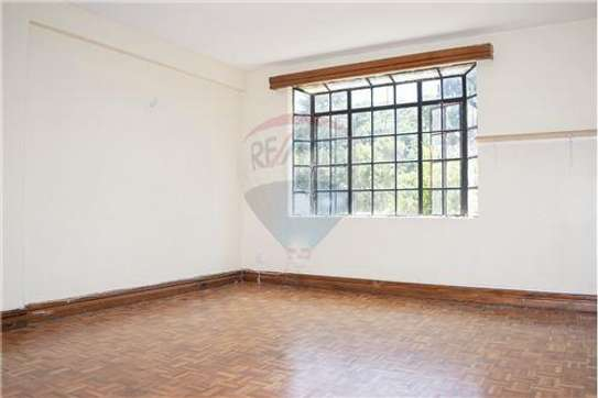 Stunningly Beautiful  3 Bedrooms Apartments In Brookside drive image 9