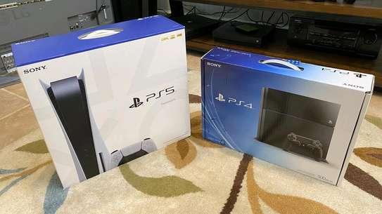 PS5 New plus FIFA 21 image 6