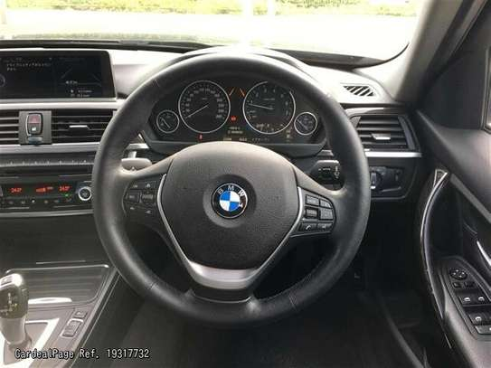 BMW 3 Series image 7