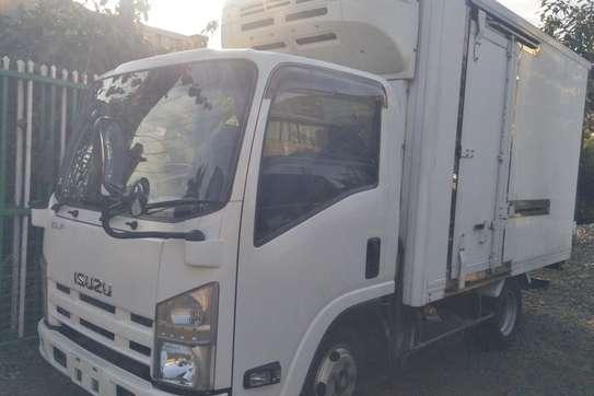 Isuzu ELF Truck image 5