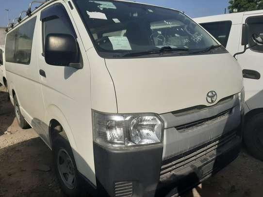 Toyota HiAce KDH222 image 2