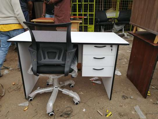 Secretarial chair ➕ desk image 1