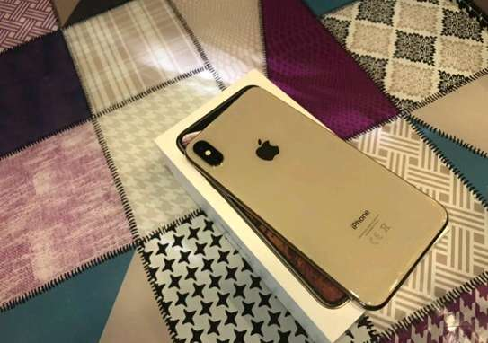Apple Iphone xs Max 512 Gigabytes Gold And Iwatch