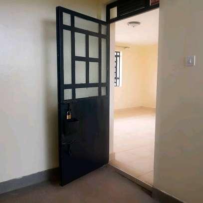 ELEGANT TWO BEDROOM APARTMENT MASTER ENSUITE image 4