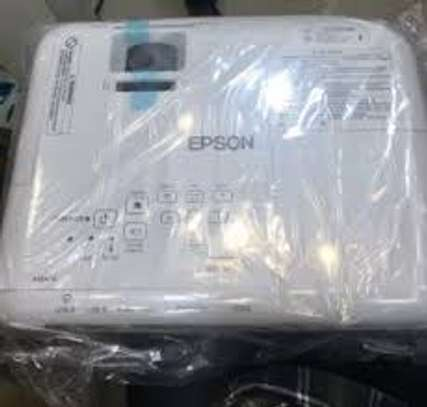Epson EB-S05 Projector image 3