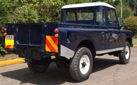 Land Rover 109 image 4