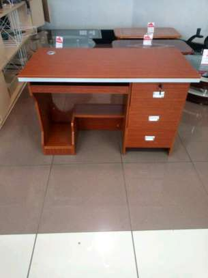Office table/coumputer desk image 1