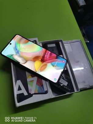 Samsung Galaxy A71 image 4