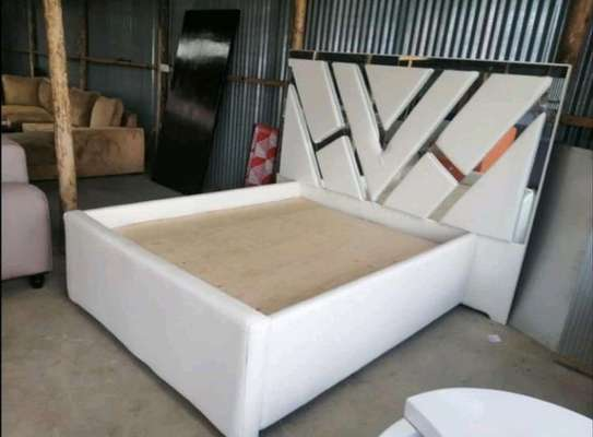6*6 WHITE MIRRORED KING SIZED BED image 1