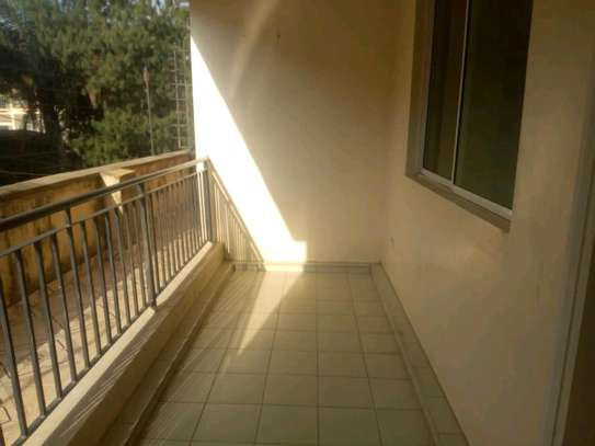 3 bedroom apartment available to let in Kilimani image 4