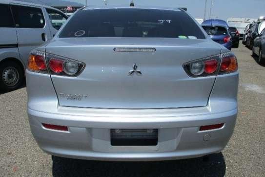 Mitsubishi Galant Fortis image 4