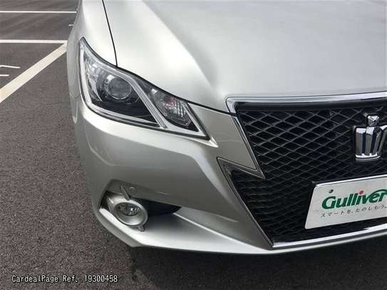 Toyota Crown image 8