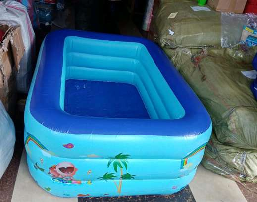 Inflatable swimming pool with electric pump. image 2