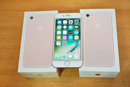 Apple iPhone 7 (32GB) With A Free Glass Protector image 3