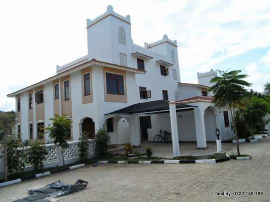 4 bedroom luxurious villa family home on sale at a serene secure area of Nyali Mombasa