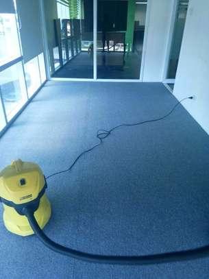 Wall to wall carpets - new image 3