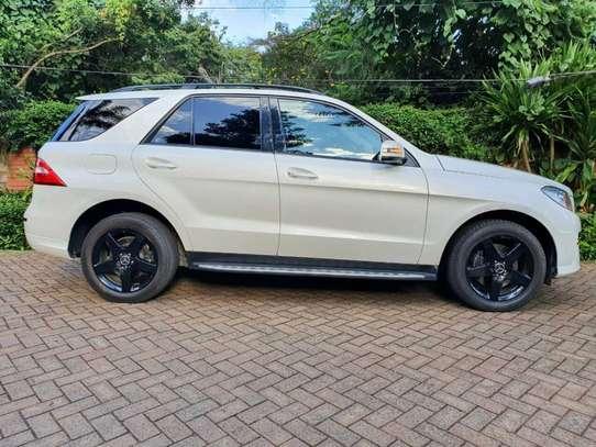 Mercedes-Benz ML350 image 11