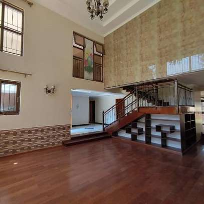 5 bedroom villa for rent in Lavington image 6