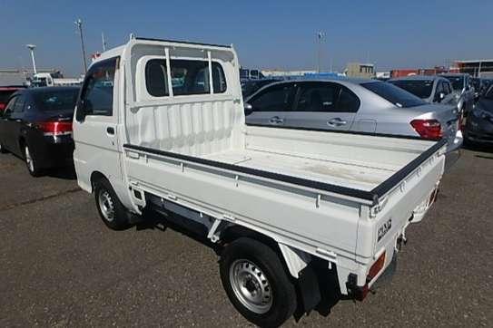 Toyota Pixis image 1
