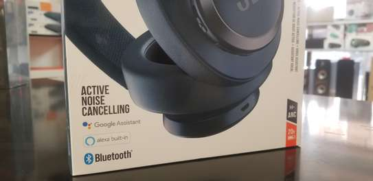 JBL LIVE 650BTNC Wireless Over-Ear Noise-Cancelling Headphones image 4