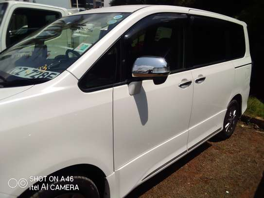 Toyota voxy clean very new image 5