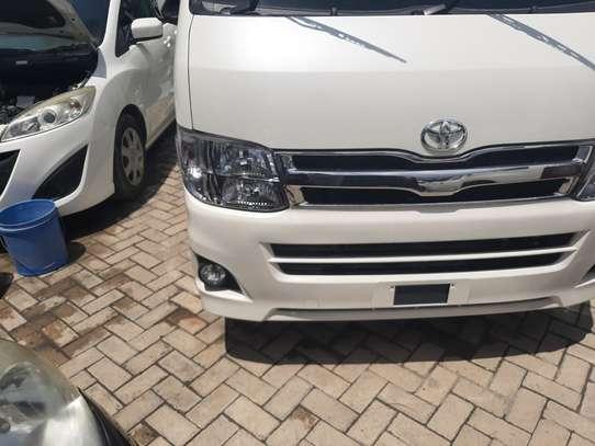 Toyota HiAce image 2