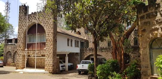 929 m² commercial property for rent in Lavington image 16