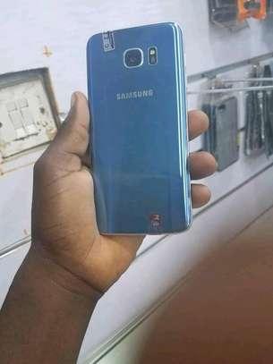 mobile phone Samsung s7edge image 4