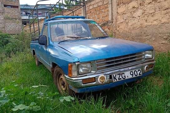Toyota Hilux image 4
