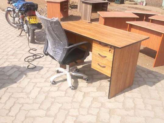 An office table with a 5 swivel star caster base office chair image 1