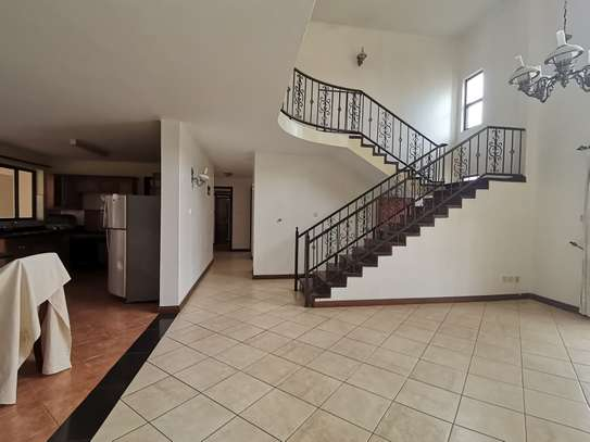Excellent 4 bedroom duplex apartment all ensuite with dsq image 3