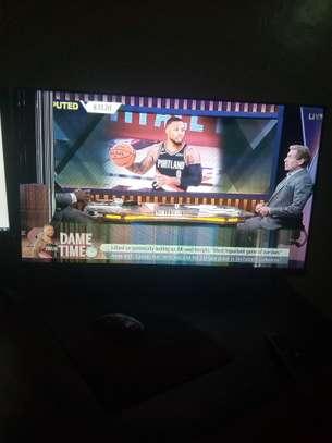 Uka 32 smart tv image 1