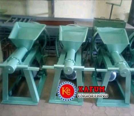 Briquette machine image 1