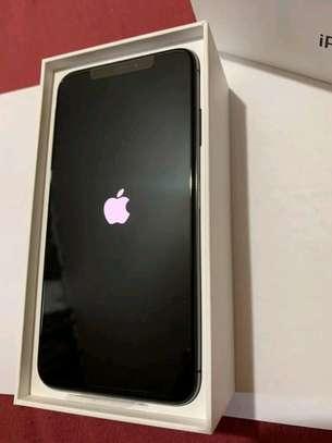 Apple Iphone xs max 512 Gigabytes Black image 2