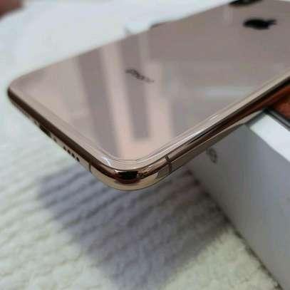 Apple Iphone xs Mint 512 Gigabytes Gold Model Under Warranty image 3