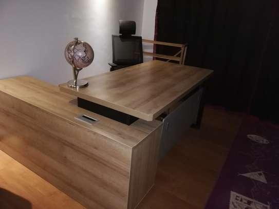 Fashionable Lshaped office desk image 2