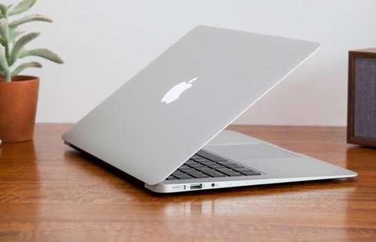 MacBook Air core i7 year 2017 image 1