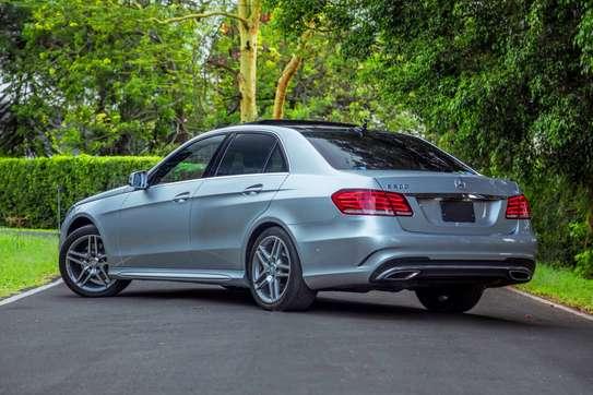 Mercedes-Benz E300 image 3