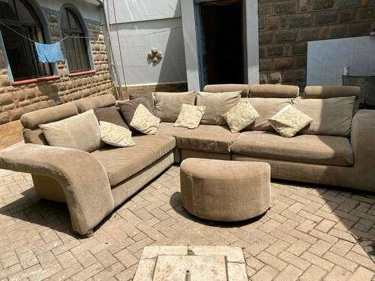 A 6 seater L seat sofa. image 3