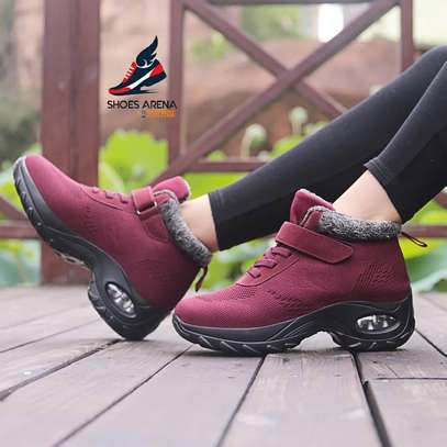Sport shoes/Sneakers image 2